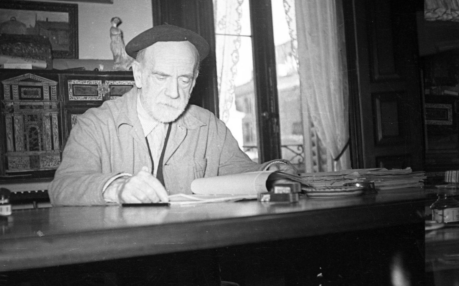 Pío Baroja en su casa (fotografía de José Assas)